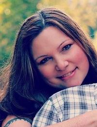 Photograph of author Arwen Paris